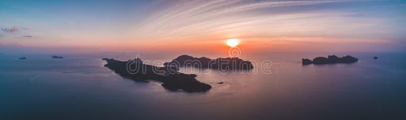 Luchthommelmening van tropische eilanden royalty-vrije stock afbeelding
