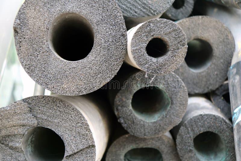 Luchtleidingsschuim, grijze kleur van Lange ronde staven, als materieel gebruik voor hitteisolatie stock fotografie