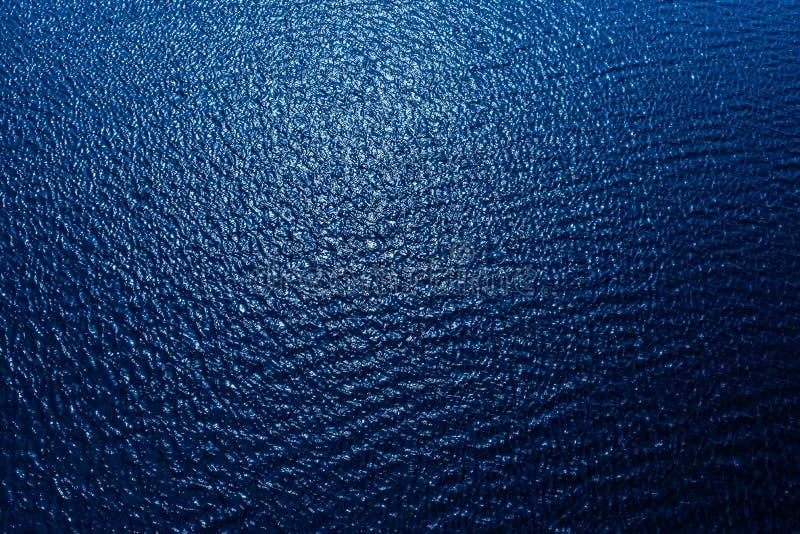 luchtmening aan blauw water in rivier Achtergrond voor een uitnodigingskaart of een gelukwens royalty-vrije stock fotografie