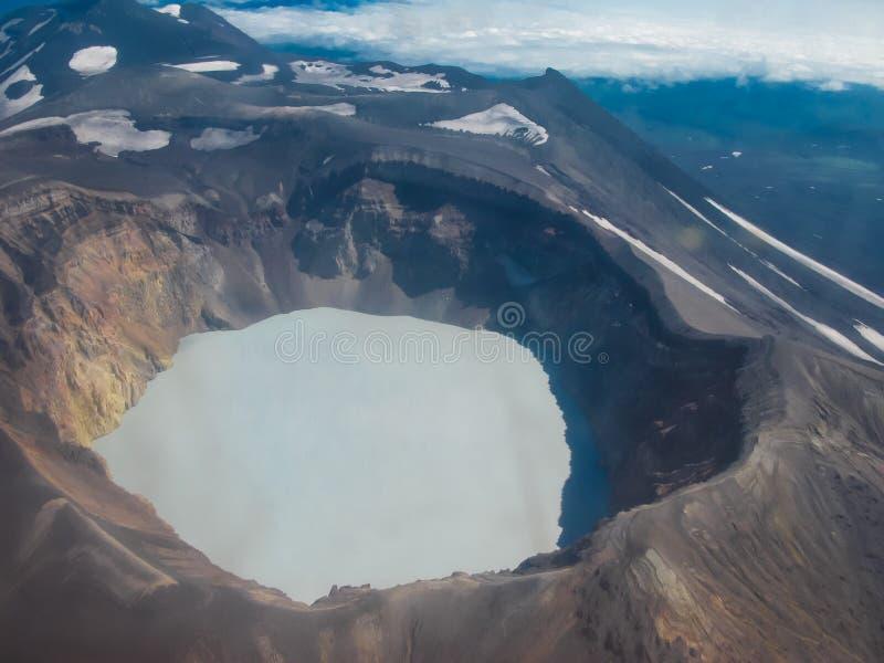 Luchtmening aan Maly Semyachik-vulkaan in het schiereiland van Kamchatka, Rusland royalty-vrije stock foto's