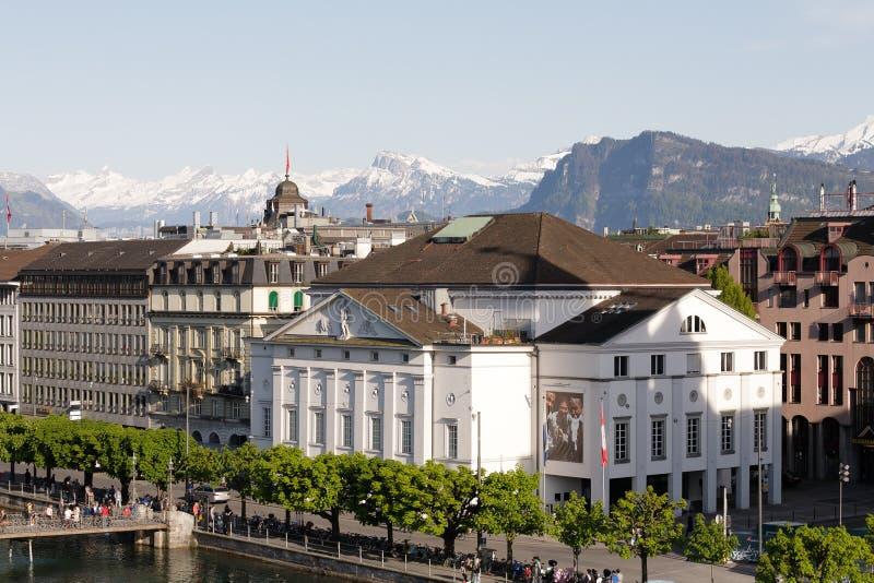 Luchtmening naar aan de theaterbouw in Luzerne stock foto