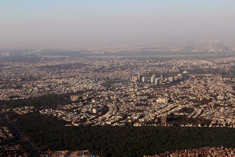 Luchtmening New Delhi India en het Een hoge vlucht nemen Constructi royalty-vrije stock foto's