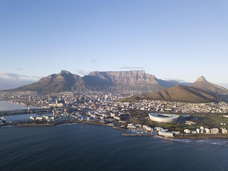 Luchtmening over Cape Town, Zuid-Afrika met Lijstberg royalty-vrije stock foto's