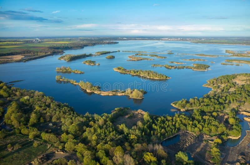 Luchtmening over het meer stock afbeelding