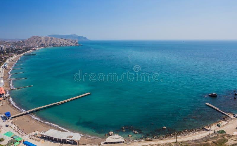 Luchtmening over het strand van Sudak stock fotografie