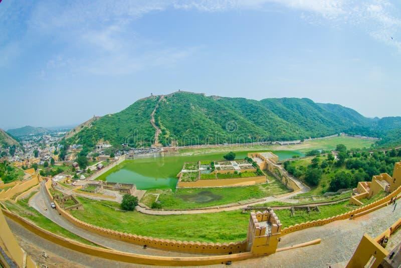 Luchtmening van Amber Fort dichtbij Jaipur in Rajasthan, India Amber Fort is de belangrijkste toeristische attractie in het gebie royalty-vrije stock foto's