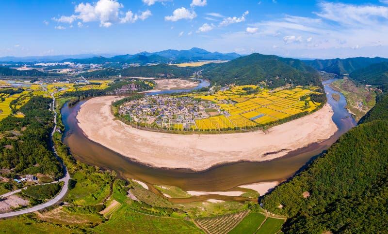 Luchtmening van Andong, Hahoe-Dorp in Zuid-Korea Het Hahoedorp in Zuid-Korea is Unesco-de plaats van de werelderfenis stock foto