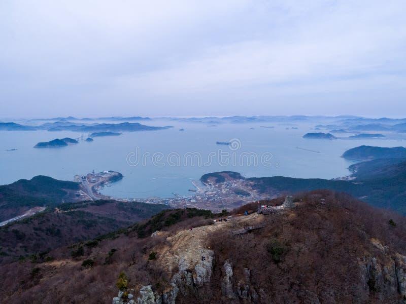 Luchtmening van bergen, eilanden en overzees royalty-vrije stock foto