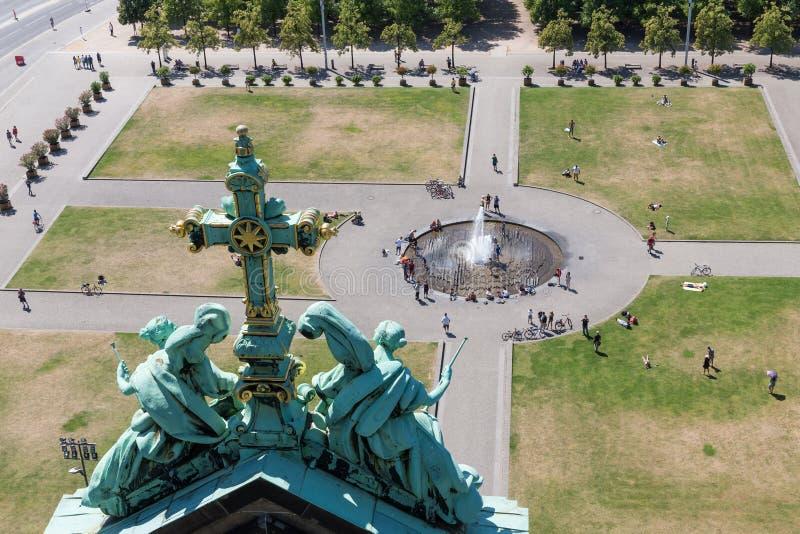 Luchtmening van Berliner Dom bij het centrale Eiland Berlijn van het pleinmuseum stock afbeelding