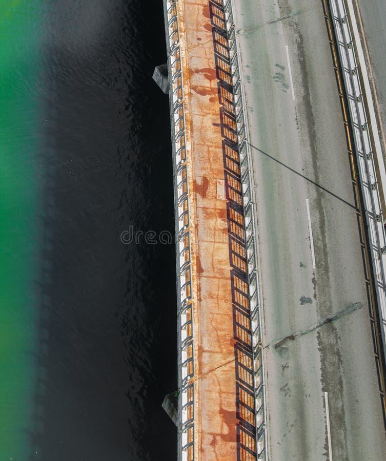 Luchtmening van brug over Cancun-lagune stock afbeeldingen