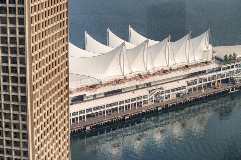 Luchtmening van Canada Place in Vancouver op een zonnige dag royalty-vrije stock foto's
