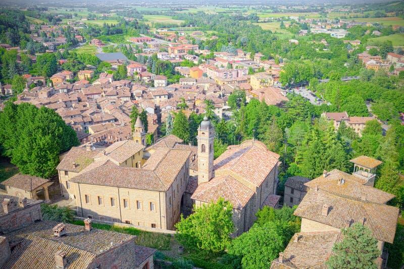 Luchtmening van Castell'Arquato, middeleeuws Italiaans dorp, ook de reeks van de film Dame Hawke royalty-vrije stock foto's