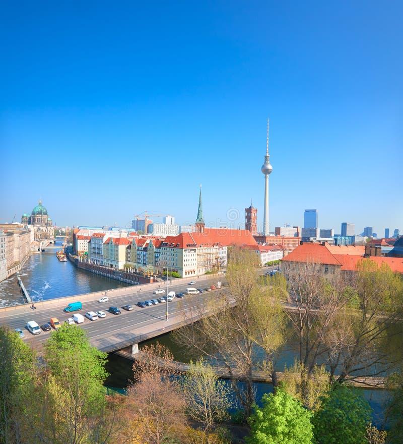 Luchtmening van centraal Berlijn op een heldere dag in de Lente, panoram royalty-vrije stock afbeeldingen
