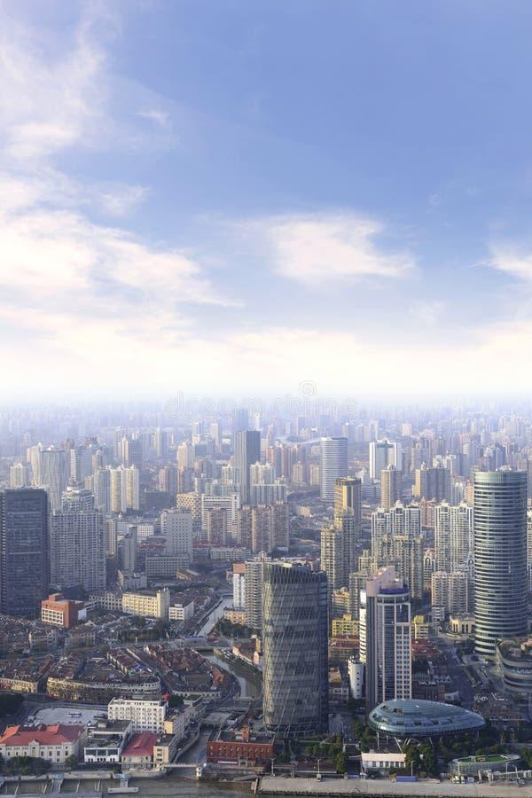 luchtmening van cityscape van Shanghai en moderne wolkenkrabberstad binnen royalty-vrije stock afbeeldingen
