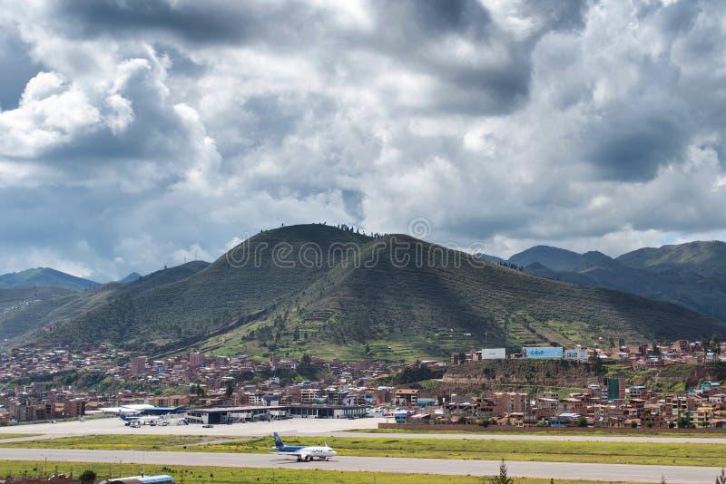 Luchtmening van Cusco ` s Alejandro Velasco Astete International Airport royalty-vrije stock afbeelding