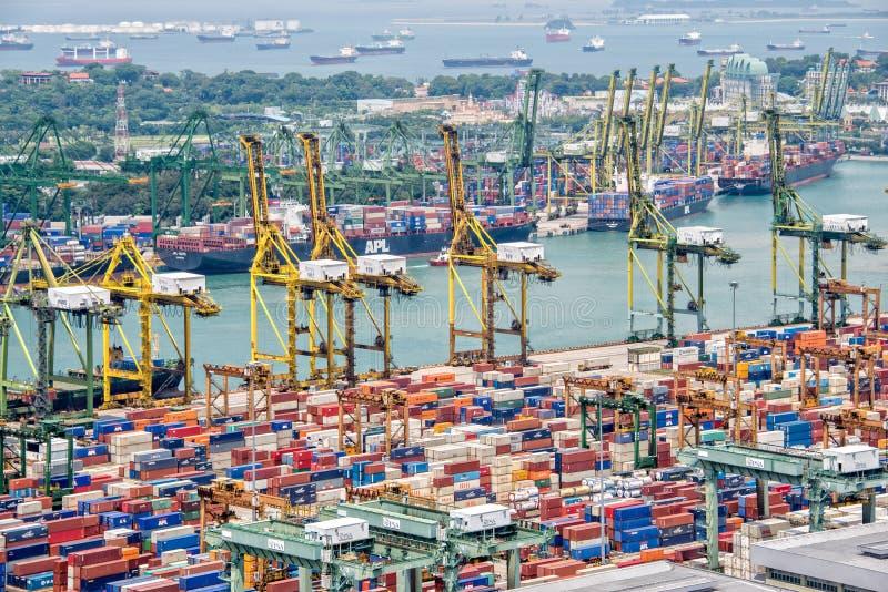Luchtmening van de haven van Singapore stock afbeeldingen