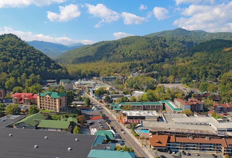 Luchtmening van de hoofdweg door Gatlinburg, Tennessee royalty-vrije stock foto's