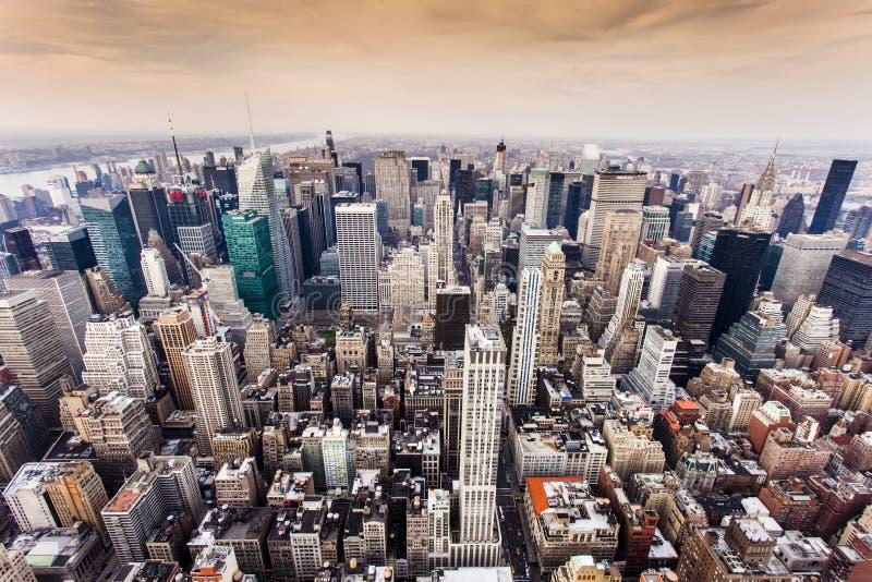 Luchtmening van de horizon van Manhattan bij zonsondergang, de Stad van New York stock foto