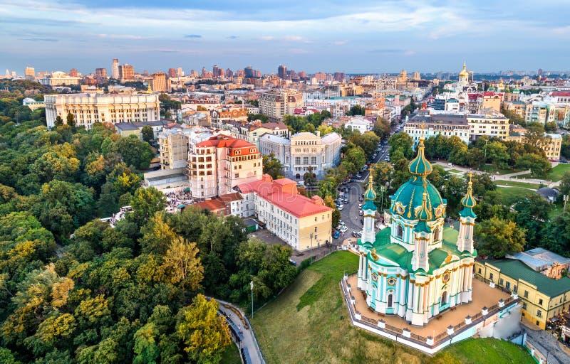 Luchtmening van de kerk van Heilige Andrew in Kiev, de Oekraïne royalty-vrije stock foto's