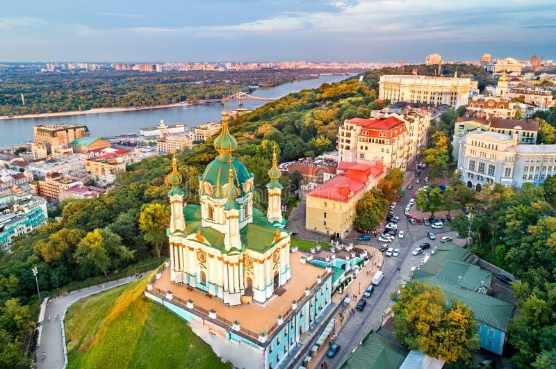 Luchtmening van de kerk van Heilige Andrew in Kiev, de Oekraïne stock foto's
