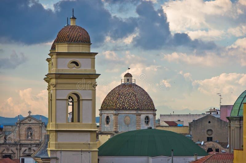 Luchtmening van de kerk van Heilige Anne en cityscape van Cagliari, Sardinige stock afbeelding