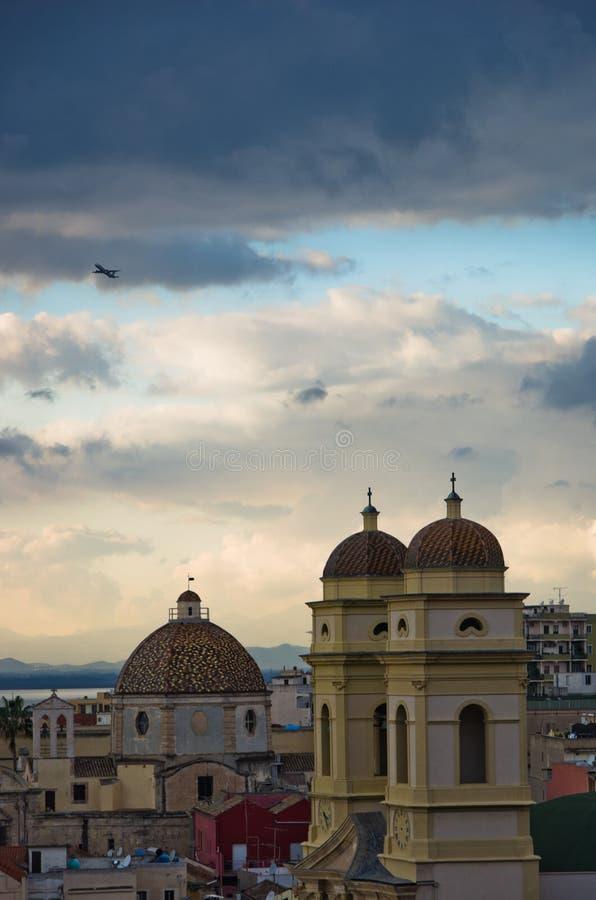 Luchtmening van de kerk van Heilige Anne en cityscape van Cagliari, Sardinige royalty-vrije stock afbeelding