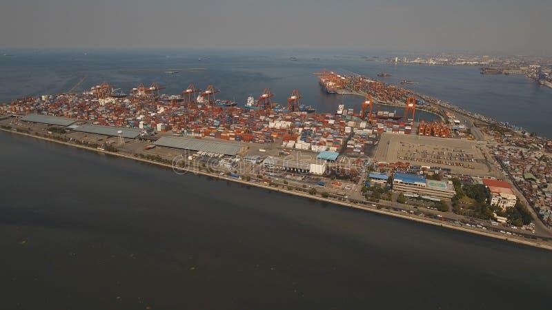 Luchtmening van de ladings de industriële haven Manilla, Filippijnen stock afbeelding