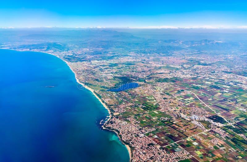 Luchtmening van de Mediterrane oever in Algerije royalty-vrije stock foto's