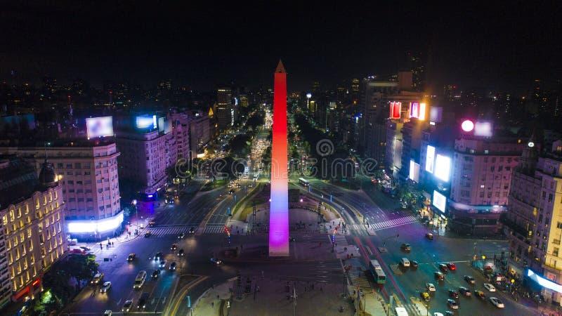 Luchtmening van de Obelisk van Obelisco DE Buenos aires, historisch monument, in het Plein DE La Republica bij wegen 9 DE Julio,  royalty-vrije stock fotografie