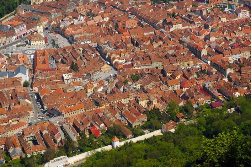 Luchtmening van de oude Europese stad van Brasov, Roemenië stock foto