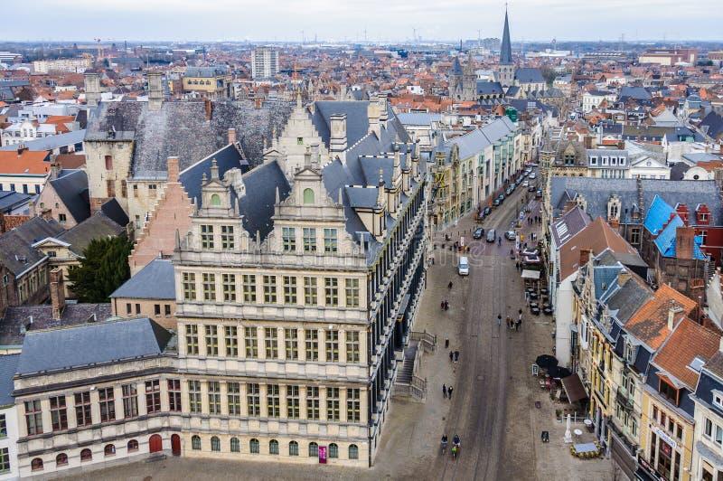 Luchtmening van de oude stad in Gent, België stock fotografie