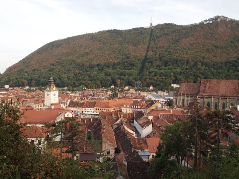 Luchtmening van de oude stad van Roemeense stad brasov stock foto's