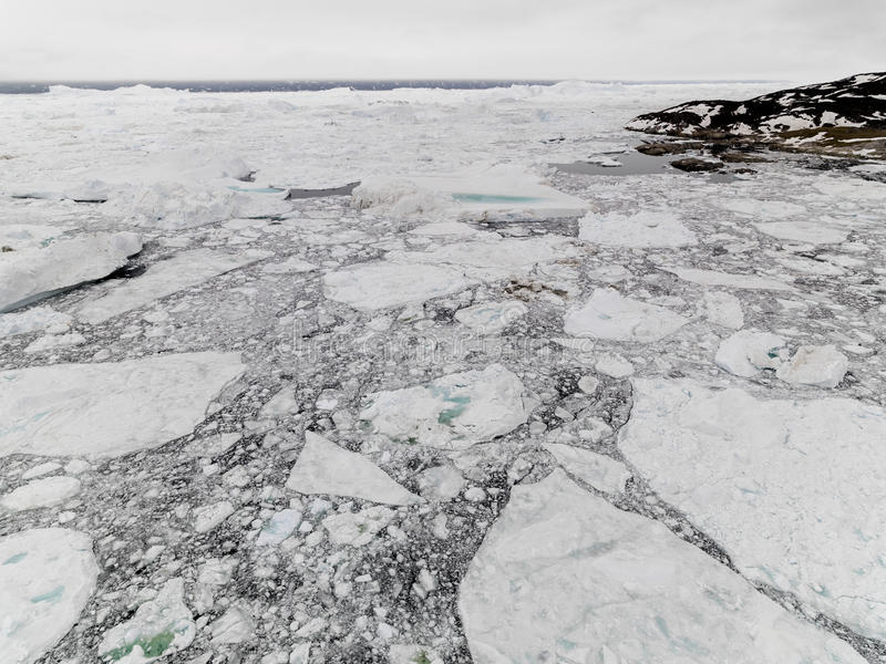 Luchtmening van de reusachtige ijsbergen in Groenland royalty-vrije stock foto's