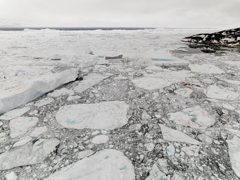 Luchtmening van de reusachtige ijsbergen in Groenland royalty-vrije stock afbeeldingen