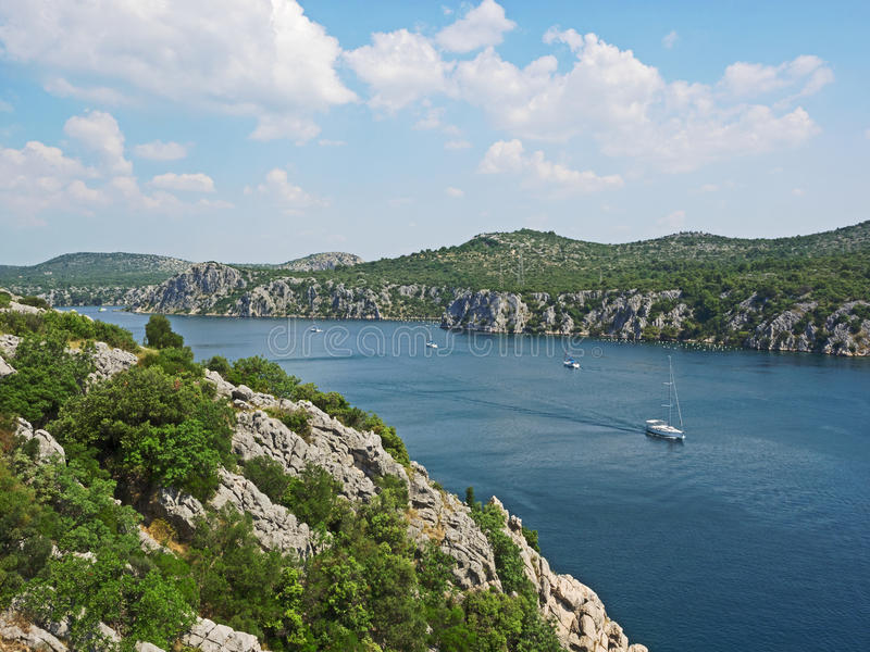 Luchtmening van de rivier Krka in Kroatië stock afbeeldingen