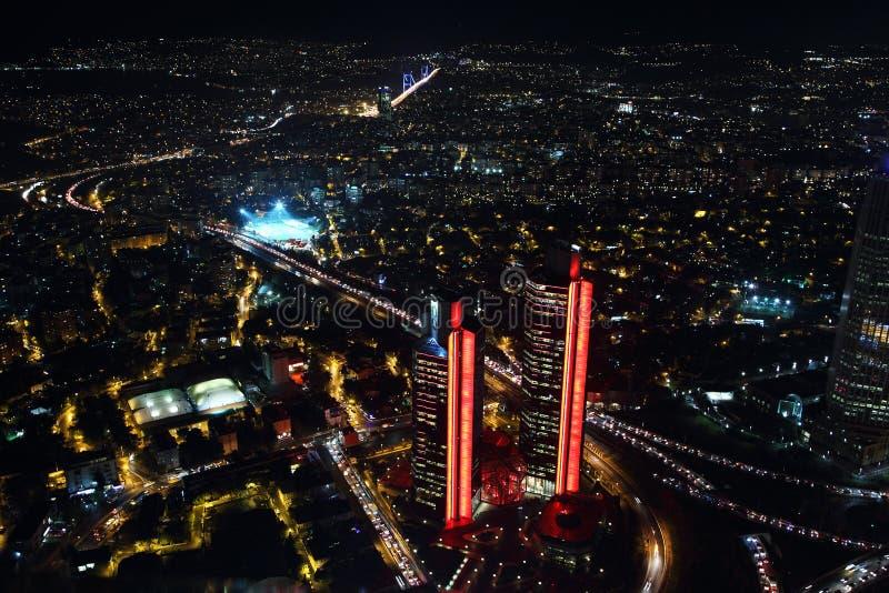Luchtmening van de stad de stad in en wolkenkrabbers van de Saffier van Istanboel, Turkije royalty-vrije stock afbeelding