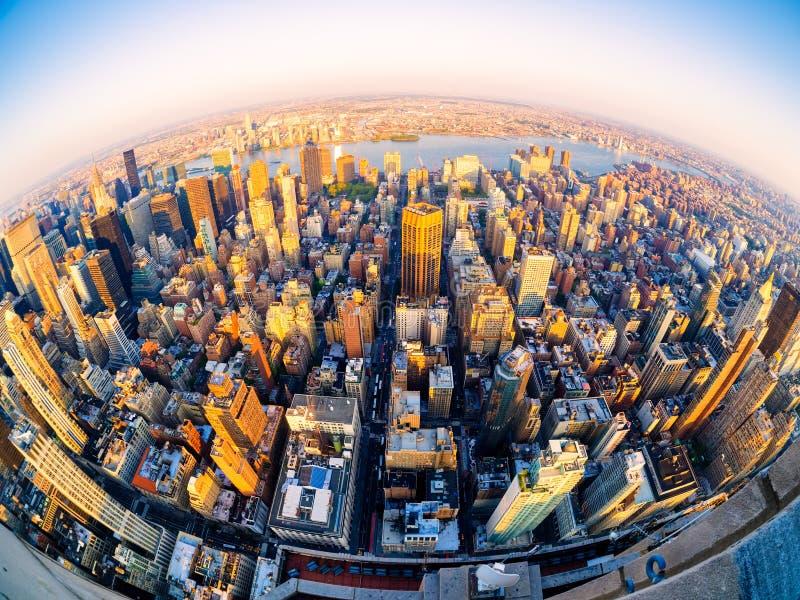Luchtmening van de stad van New York bij zonsondergang royalty-vrije stock fotografie