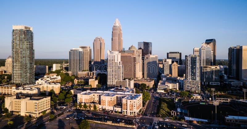 Luchtmening van de Stadshorizon Van de binnenstad van Charlotte North Carolina stock foto's