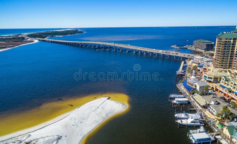 Luchtmening van Destin-horizon en strand, Florida in de winter stock foto's