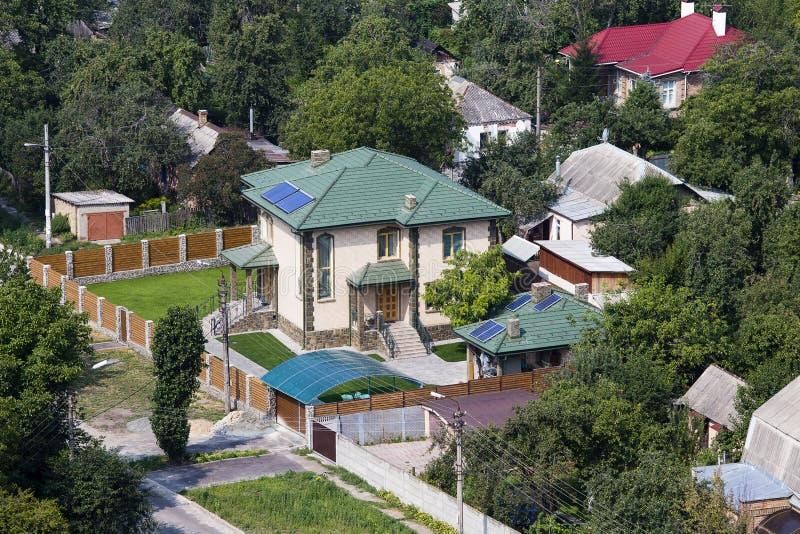 Luchtmening van een huis met dak, de Oekraïne stock afbeelding
