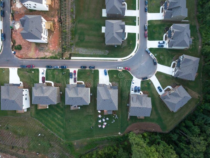 Luchtmening van flatgebouw met koopflatsimpasse in Zuidelijke Verenigde Staten stock fotografie