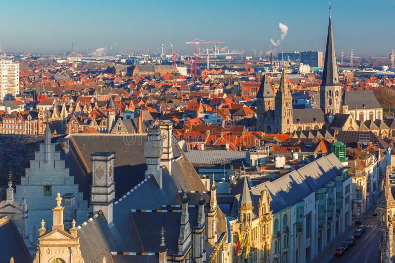 Luchtmening van Gent van Klokketoren, België stock afbeeldingen