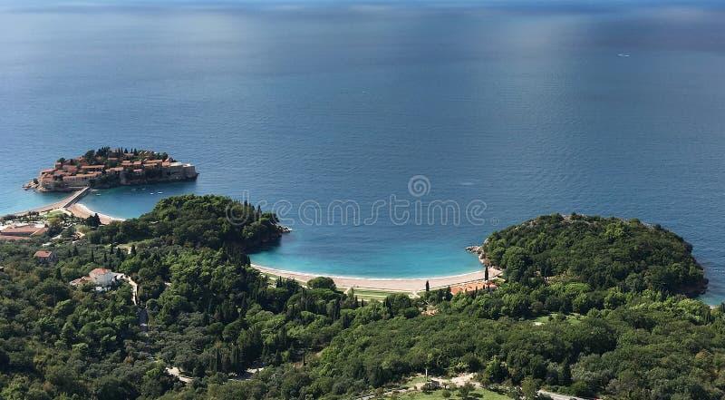 Luchtmening van het Eiland Sveti Stefan, Montenegro royalty-vrije stock afbeelding