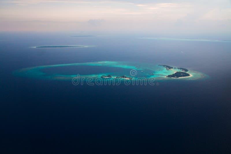 Luchtmening van het Eiland van de Maldiven in Indische Oceaan stock afbeeldingen