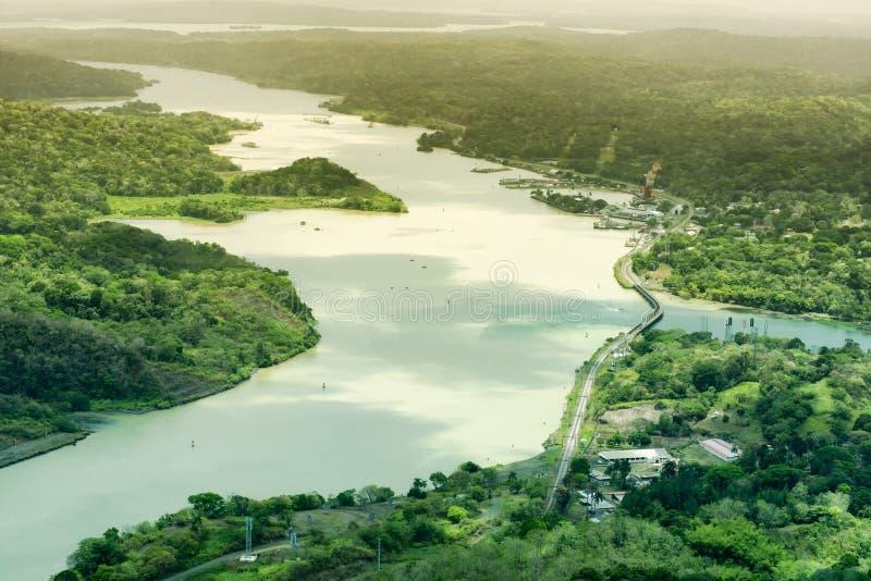 Luchtmening van het Kanaal van Panama aan de Atlantische kant stock afbeelding