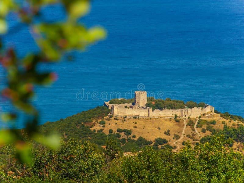 Luchtmening van het kasteel van Platamon, Pieria, Macedonië, Griekenland stock afbeeldingen