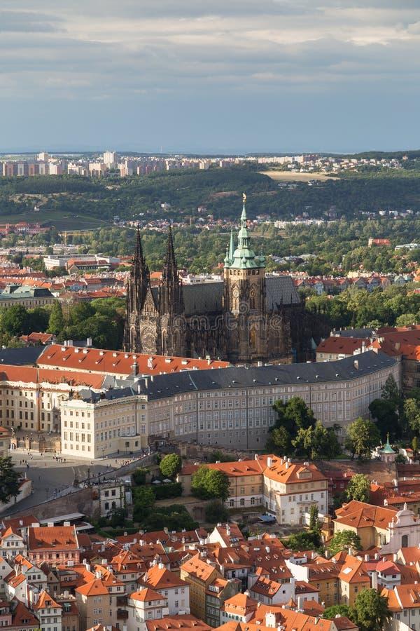 Luchtmening van het Kasteel van Praag in Praag royalty-vrije stock afbeelding