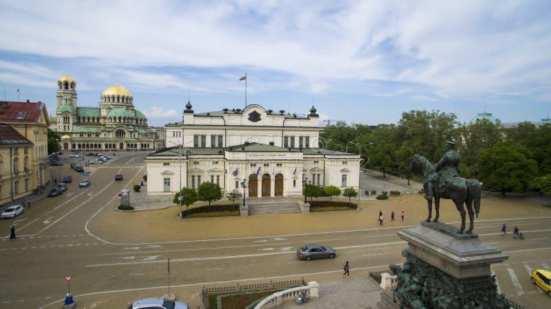 Luchtmening van het Monument van de Tsaarbevrijder en het Parlement, Mei 1 2018, Sofia, Bulgarije stock afbeeldingen