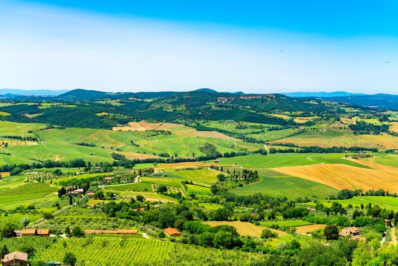 Luchtmening van het natuurlijke landschap van Toscanië in de zomer royalty-vrije stock fotografie