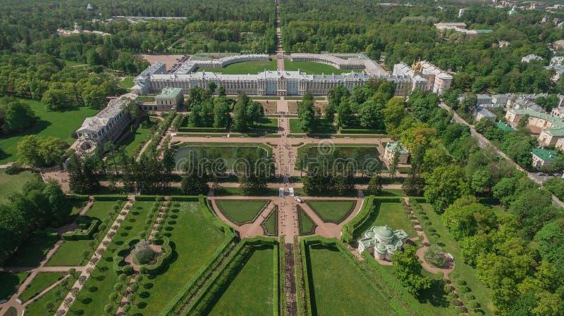 Luchtmening van het paleis van Catherine en het park van Catherine stock foto